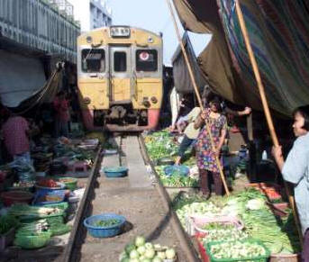bangkokmarkettrain2.jpg