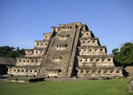 piramide-de-los-nichos