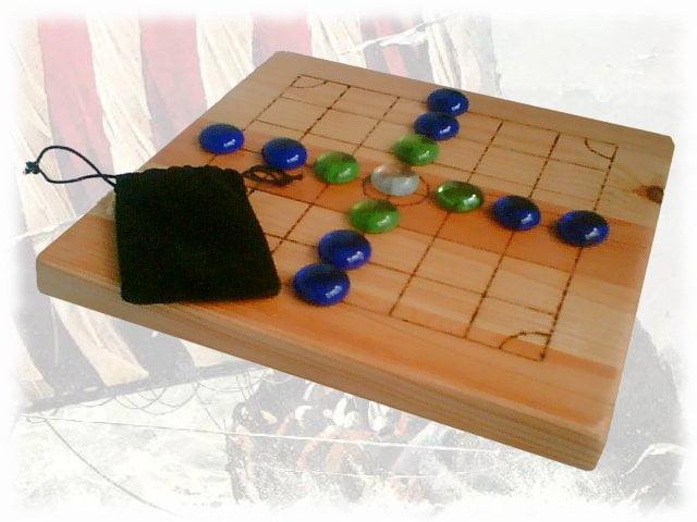 Juegos de mesa brandub for Cazafantasmas juego de mesa