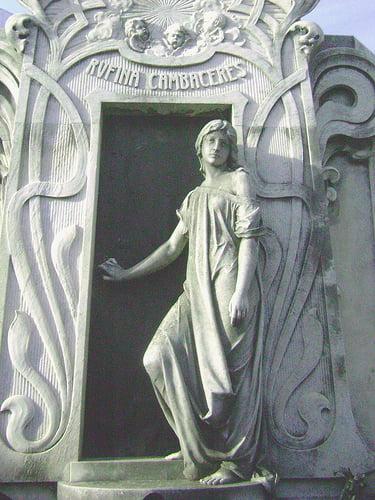 Estatua Rufina Cambaceres